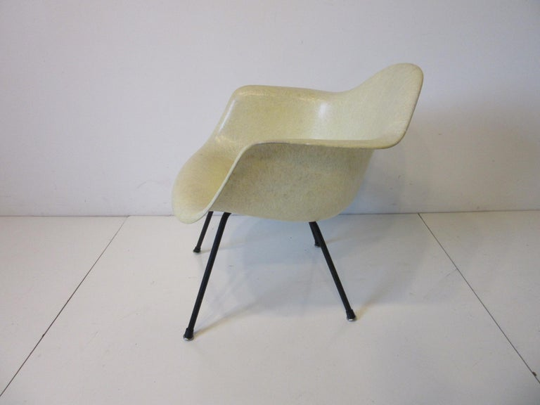 Mid-Century Modern Eames Early Shell Chair Lounge Height for Herman Miller For Sale