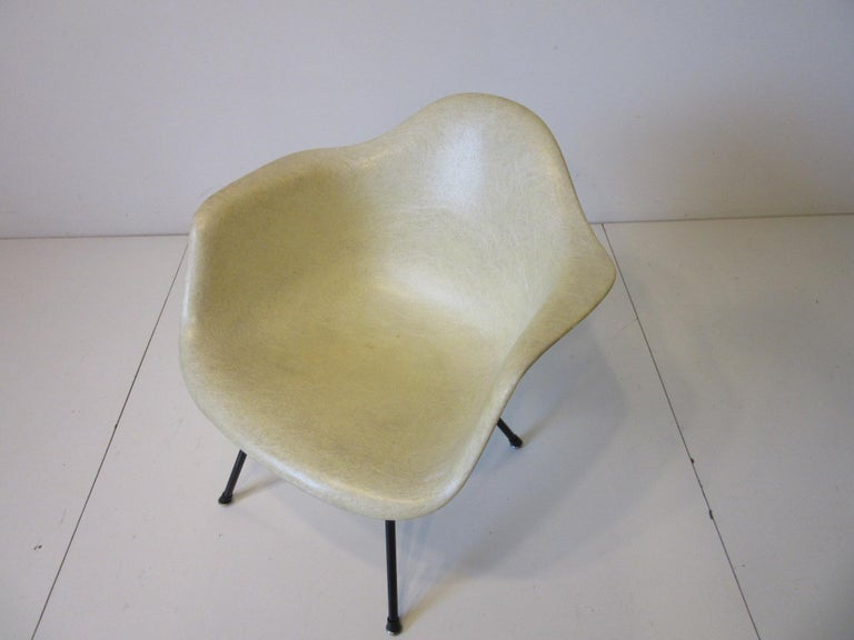 Eames Early Shell Chair Lounge Height for Herman Miller In Good Condition For Sale In Cincinnati, OH
