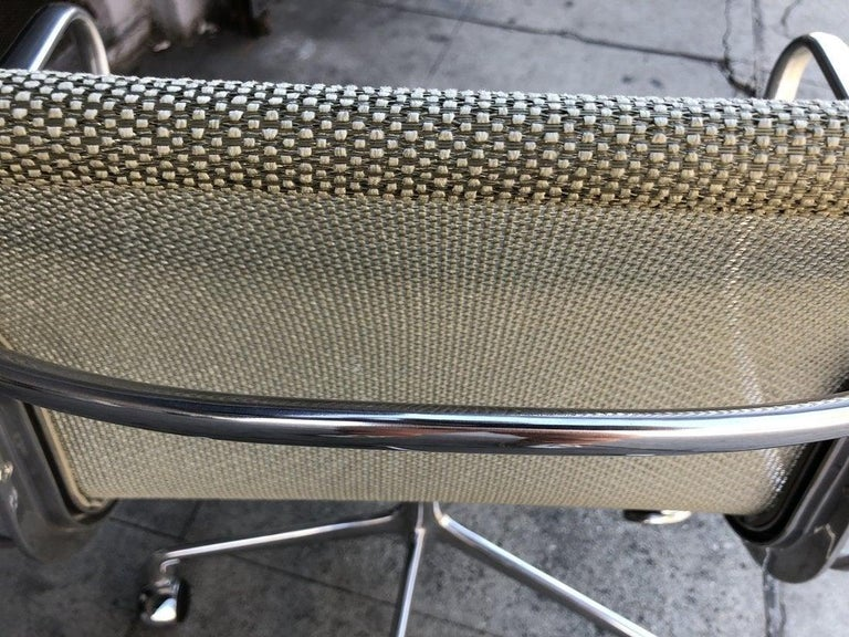 Eames for Herman Miller Aluminum Group Chair -EM335 VD In Good Condition For Sale In Los Angeles, CA