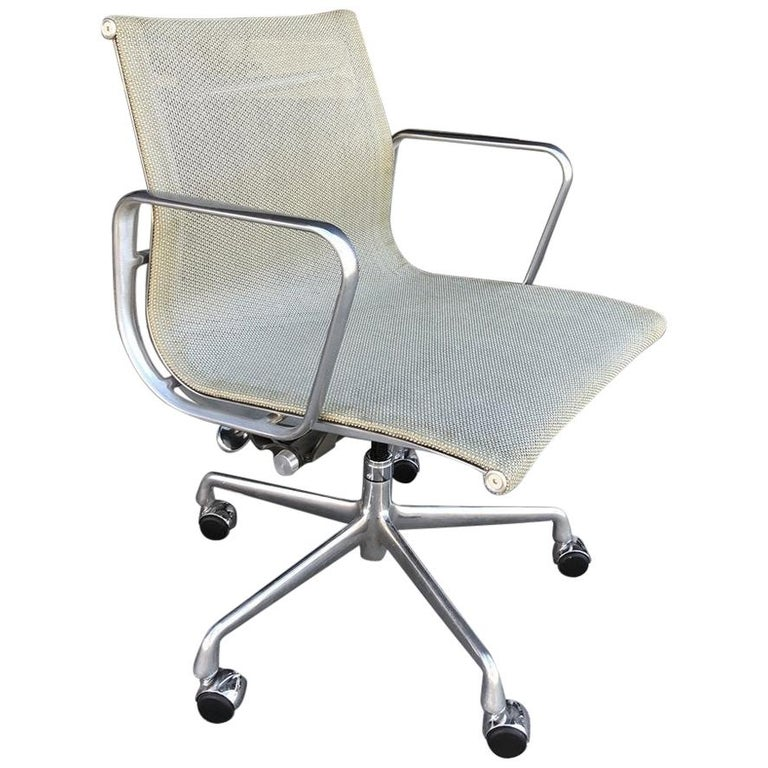 Eames for Herman Miller Aluminum Group Chair -EM335 VD For Sale