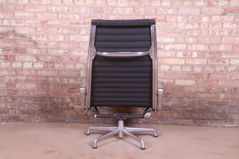Eames for Herman Miller Aluminum Group Lounge Chair For Sale 4