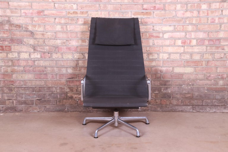 Mid-Century Modern Eames for Herman Miller Aluminum Group Lounge Chair For Sale
