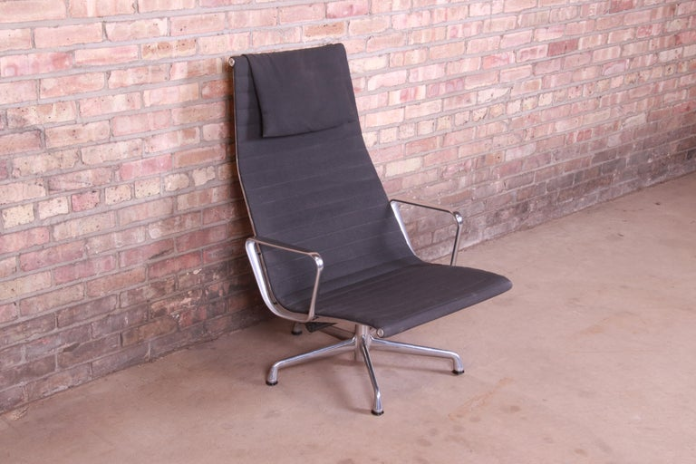 Eames for Herman Miller Aluminum Group Lounge Chair In Good Condition For Sale In South Bend, IN