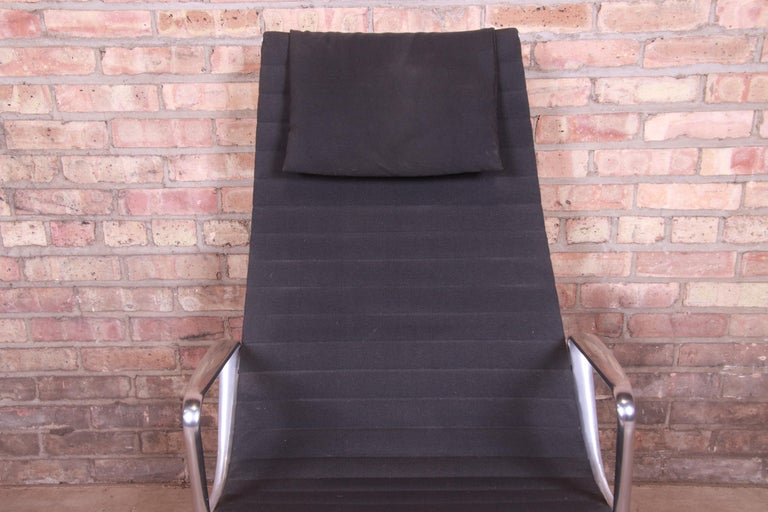 Eames for Herman Miller Aluminum Group Lounge Chair For Sale 1
