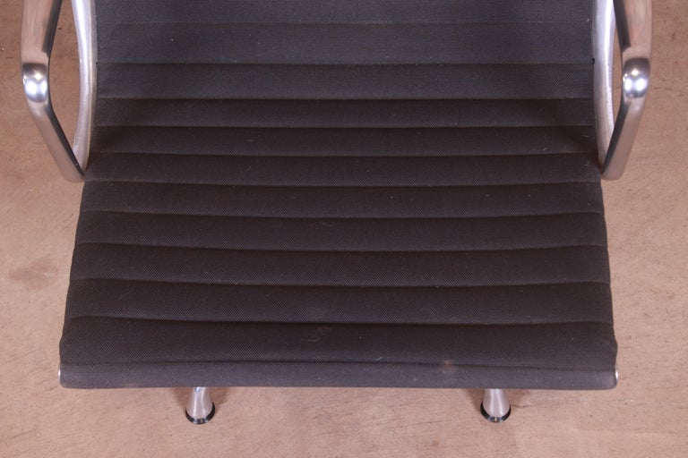 Eames for Herman Miller Aluminum Group Lounge Chair For Sale 2