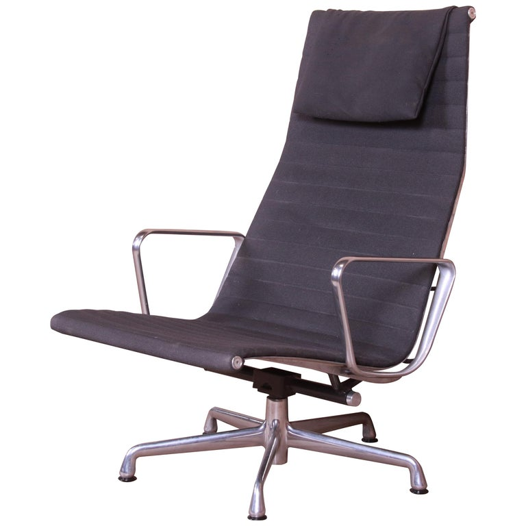 Eames for Herman Miller Aluminum Group Lounge Chair For Sale