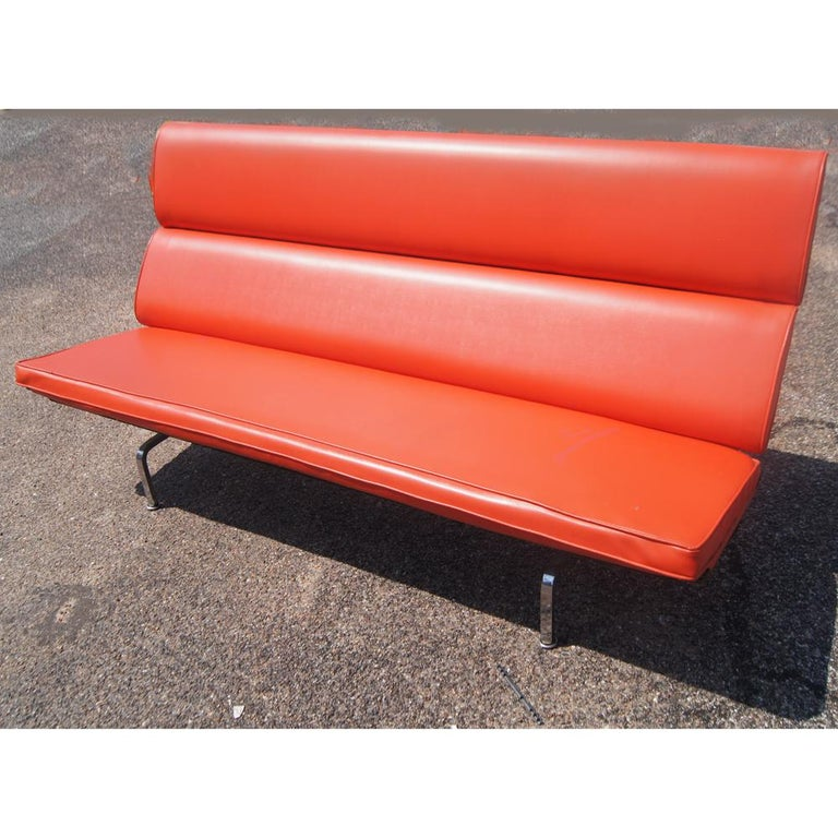 Mid-Century Modern Charles Eames for Herman Miller Compact Sofa For Sale