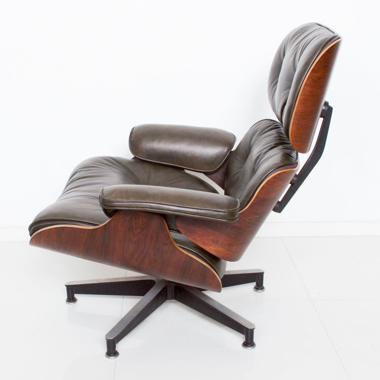 Eames for Herman Miller Dark Green Leather Lounge Chair and Ottoman In Good Condition For Sale In National City, CA
