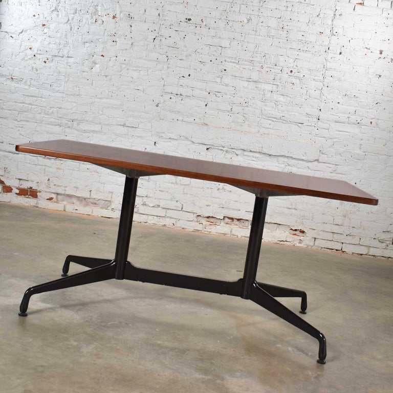 Mid-Century Modern Eames Herman Miller Aluminum Group Conference or Dining Table Rosewood and Black For Sale