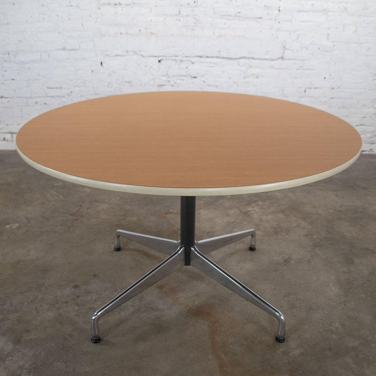 Eames Herman Miller Round Table Universal Base Wood Grain Laminate Top In Good Condition For Sale In Topeka, KS