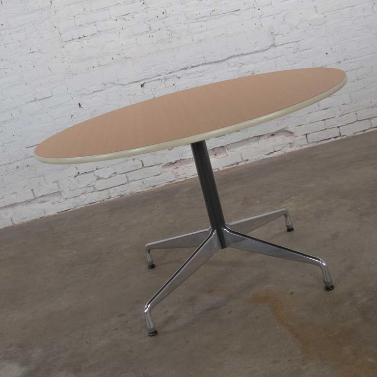 20th Century Eames Herman Miller Round Table Universal Base Wood Grain Laminate Top For Sale
