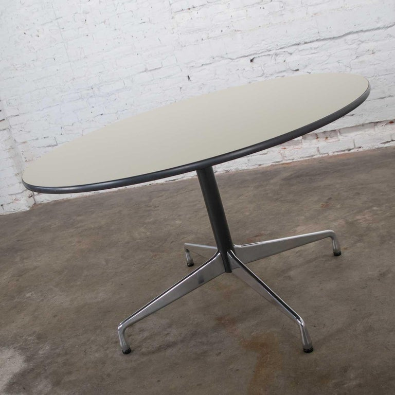 Aluminum Eames Herman Miller Universal Base Round Table Off-White Laminate Top For Sale
