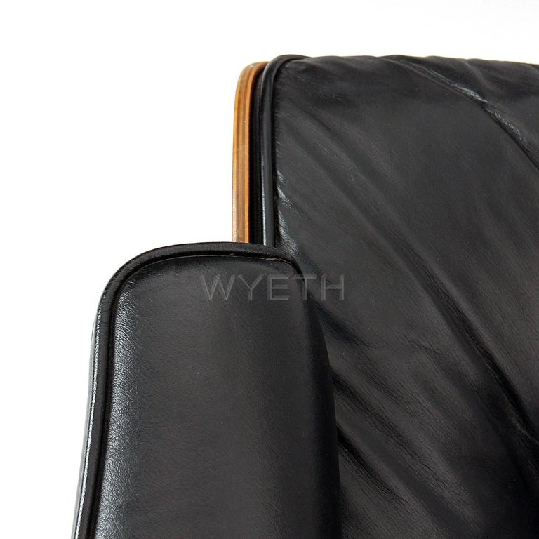 Eames Leather Lounge Chair and Ottoman In Good Condition For Sale In Sagaponack, NY
