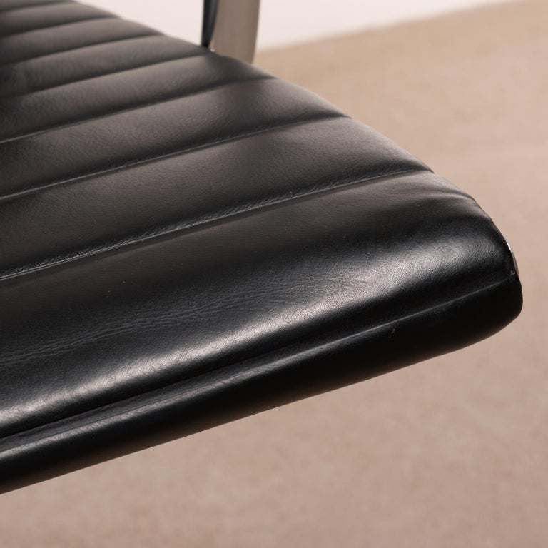Eames Management Office Chair in Black Leather for Herman Miller For Sale 9