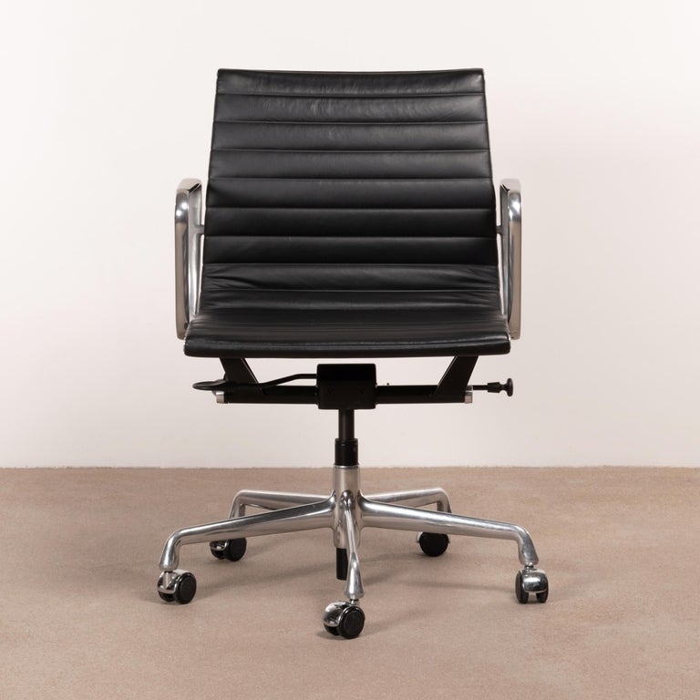 Eames EA335 management office chair in black leather with five-star base, height adjustment (gasspring) and tilt-swivel mechanism. Very good original condition signed with manufacturer's label. Multiple chairs available.