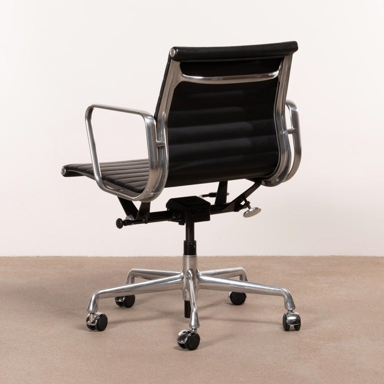 Mid-20th Century Eames Management Office Chair in Black Leather for Herman Miller For Sale