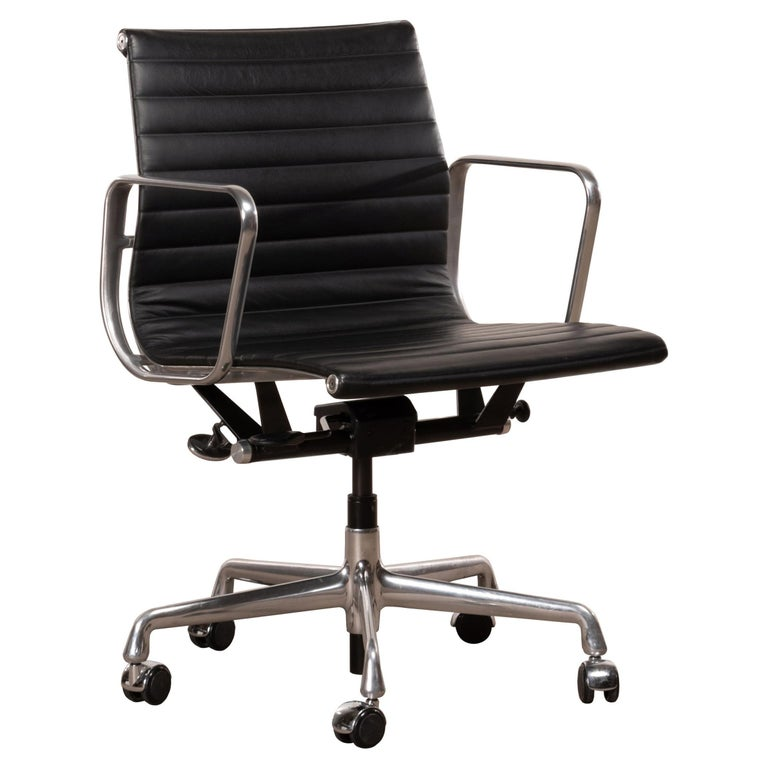 Eames Management Office Chair in Black Leather for Herman Miller For Sale