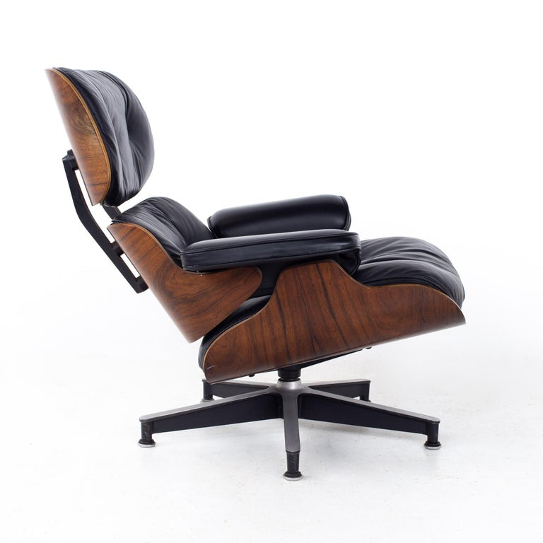 Eames Mid Century Lounge Chair and Ottoman For Sale 3
