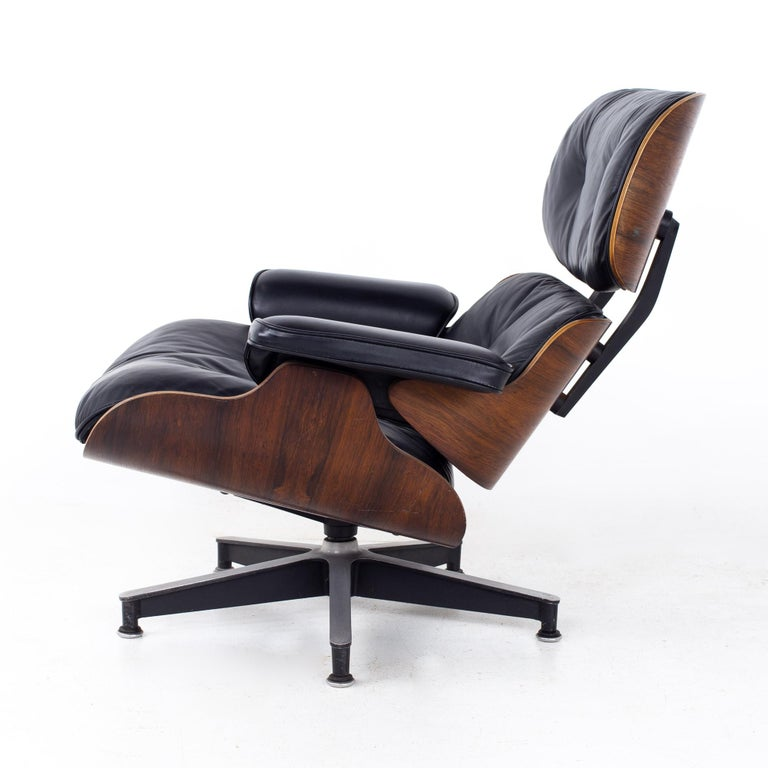 Eames Mid Century Lounge Chair and Ottoman For Sale 4