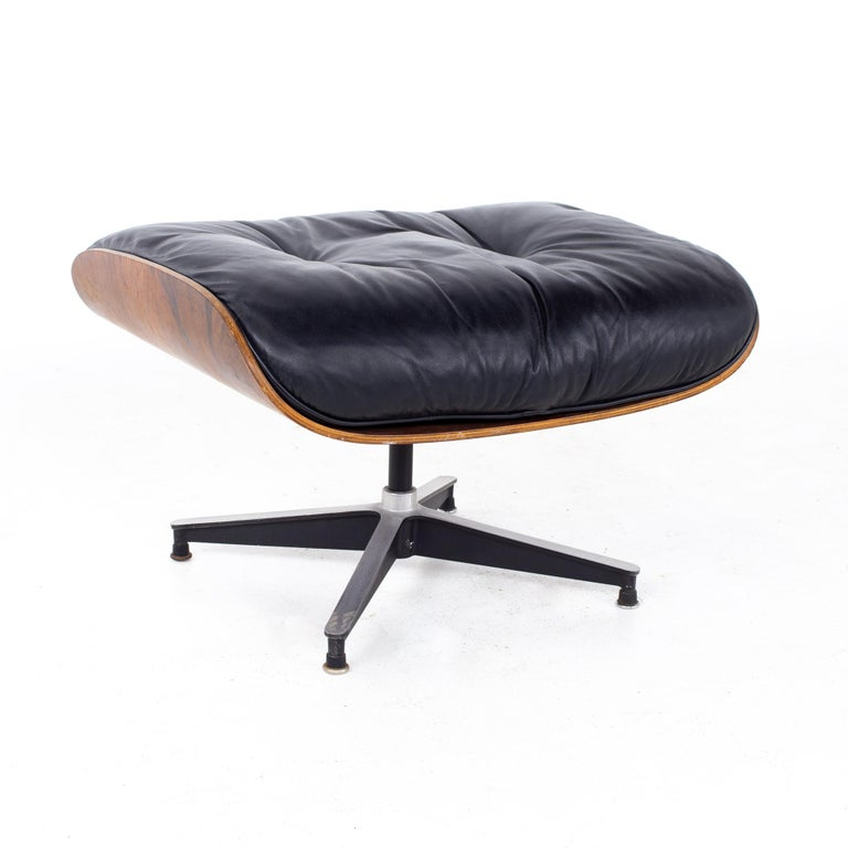Eames Mid Century Lounge Chair and Ottoman For Sale 6