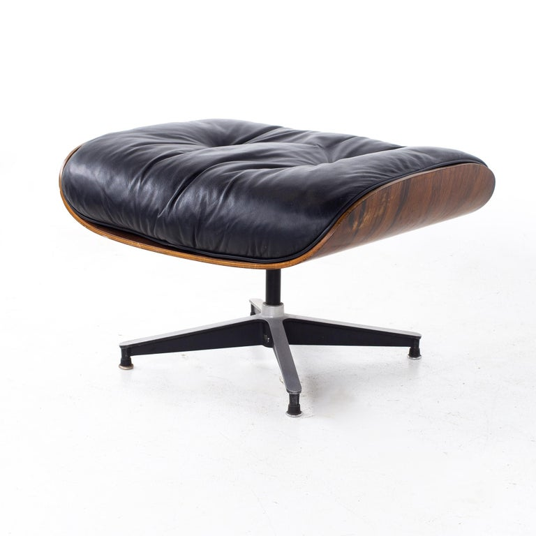 Eames Mid Century Lounge Chair and Ottoman For Sale 7