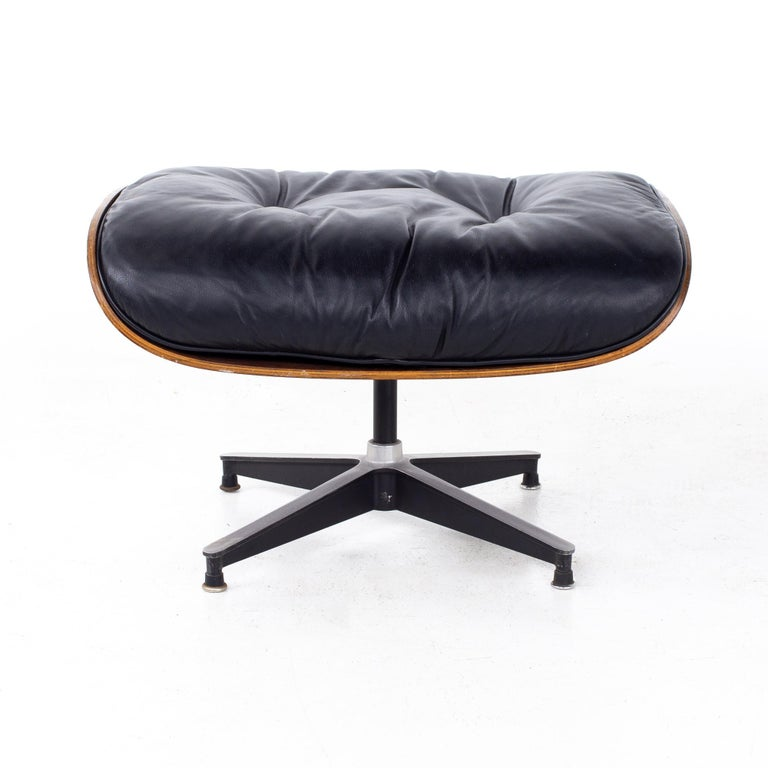 Eames Mid Century Lounge Chair and Ottoman For Sale 8