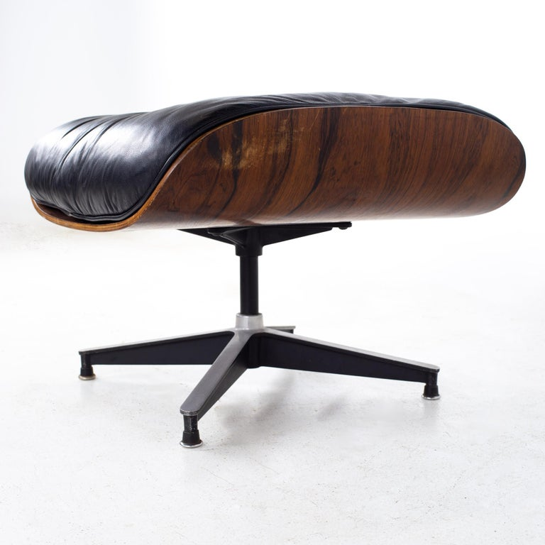 Eames Mid Century Lounge Chair and Ottoman For Sale 9