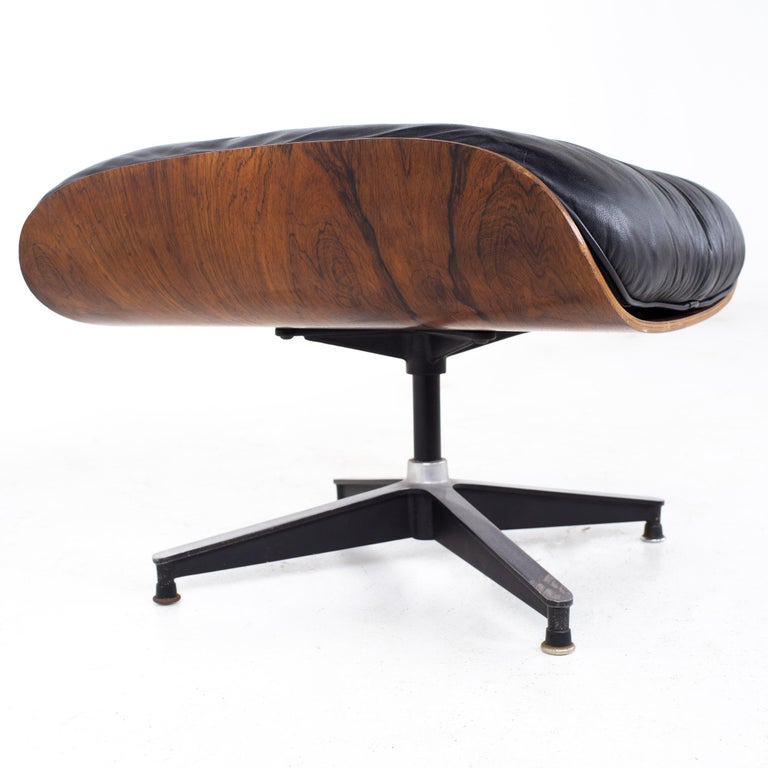 Eames Mid Century Lounge Chair and Ottoman For Sale 10