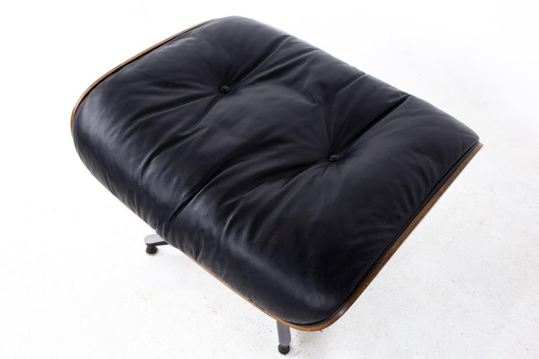 Eames Mid Century Lounge Chair and Ottoman For Sale 12