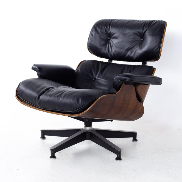 Eames Mid Century Lounge Chair and Ottoman In Good Condition For Sale In La Grange, IL