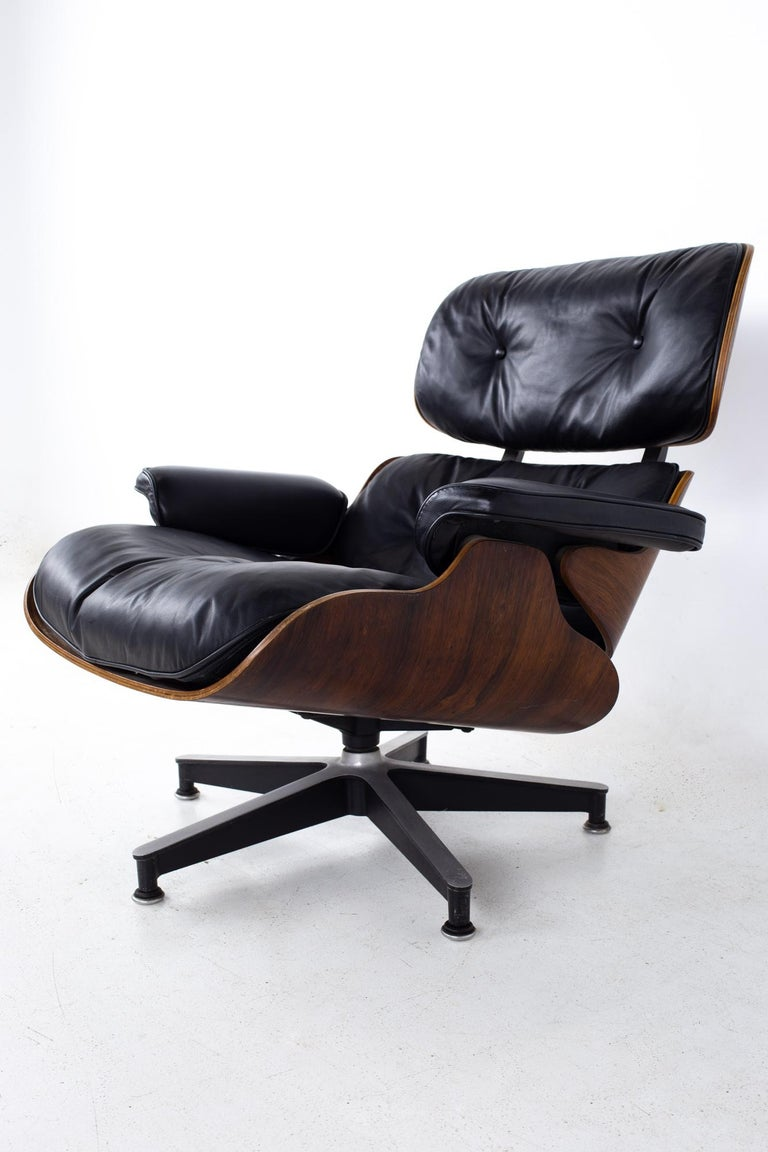 Eames Mid Century Lounge Chair and Ottoman For Sale 1