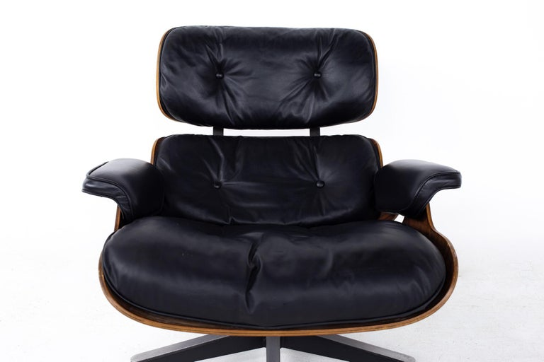 Eames Mid Century Lounge Chair and Ottoman For Sale 2