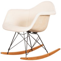 Eames RAR Rocking Chair with White Wool Upholstery by Herman Miller 'Zenith'