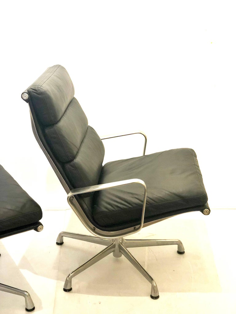 Eames Soft Pad Executive Aluminum Group Chair & Ottoman by Herman Miller For Sale 1