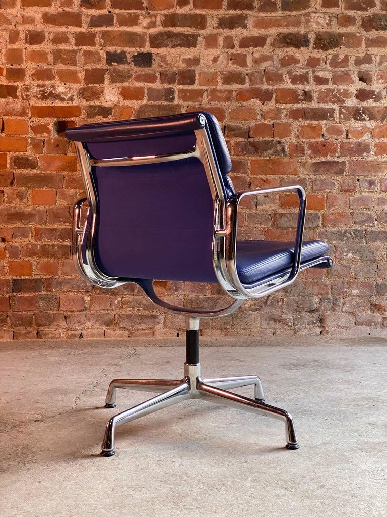 Eames Soft Pad Group EA208 by Vitra Charles & Ray Eames, circa 2000 In Good Condition In Longdon, Tewkesbury