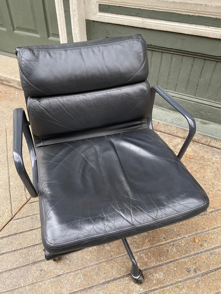 Mid-Century Modern Eames Soft Pad Leather Desk Chair