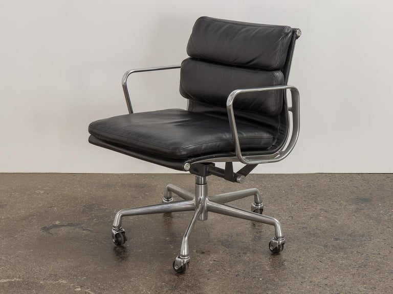 American Eames Soft Pad Management Chair For Sale
