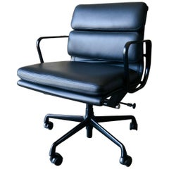 Eames Soft Pad Management Chair in Black Leather