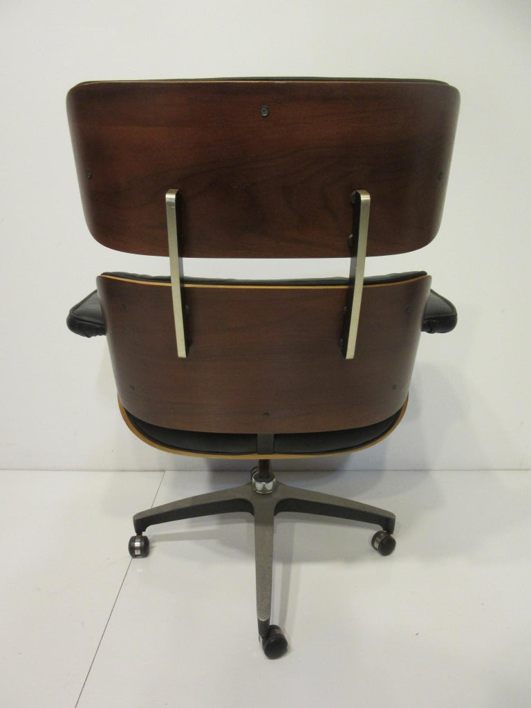 American Eames Styled 670 Walnut / Leather Rolling Desk Lounge Chair by Selig For Sale