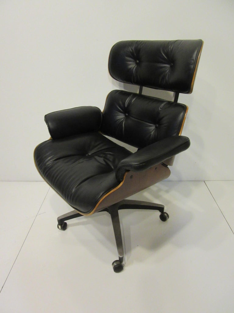 Eames Styled 670 Walnut / Leather Rolling Desk Lounge Chair by Selig For Sale 2
