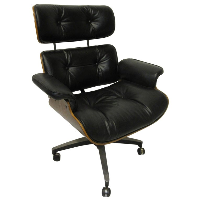 Eames Styled 670 Walnut / Leather Rolling Desk Lounge Chair by Selig For Sale