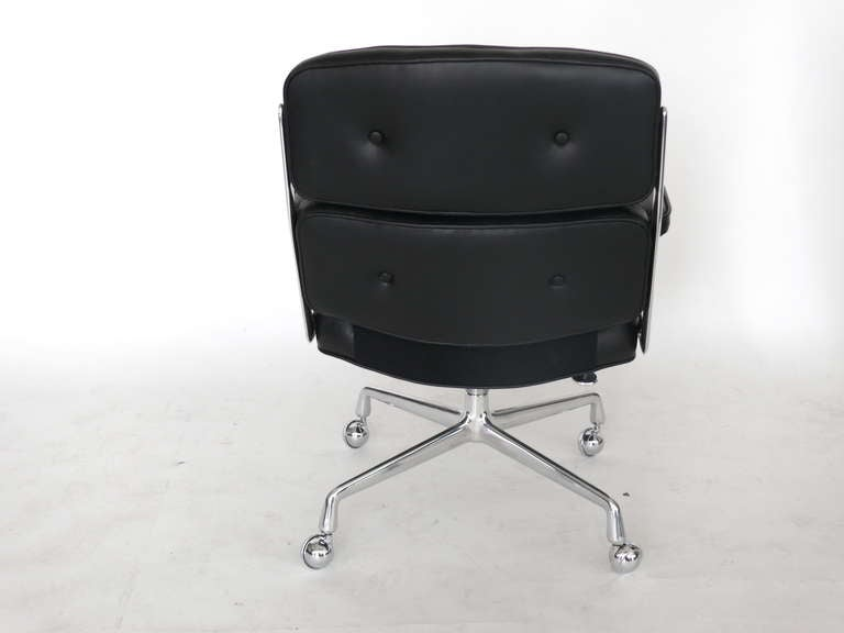 Eames Time Life Chair In Good Condition For Sale In Los Angeles, CA