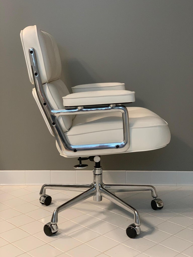 Brilliant Eames Time Life Executive Chairs For Herman Miller White Leather Ocoug Best Dining Table And Chair Ideas Images Ocougorg