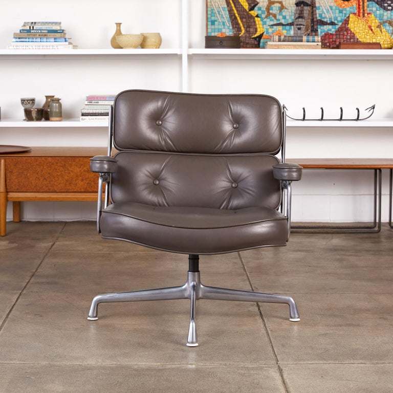 Eames Time Life Lobby Chair for Herman Miller In Excellent Condition For Sale In Los Angeles, CA