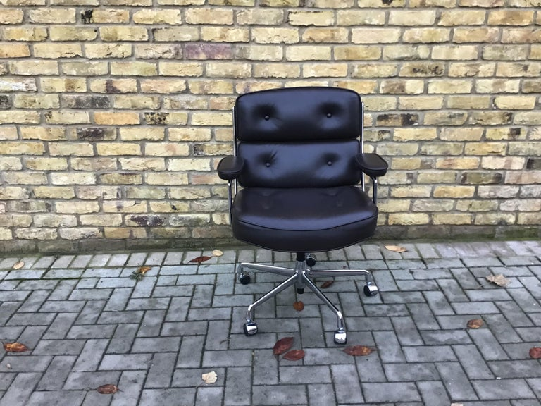 Eames Time-Life Executive Chair by Charles & Ray Eames .In Fantastic condition Hardly used. Cc Vitra