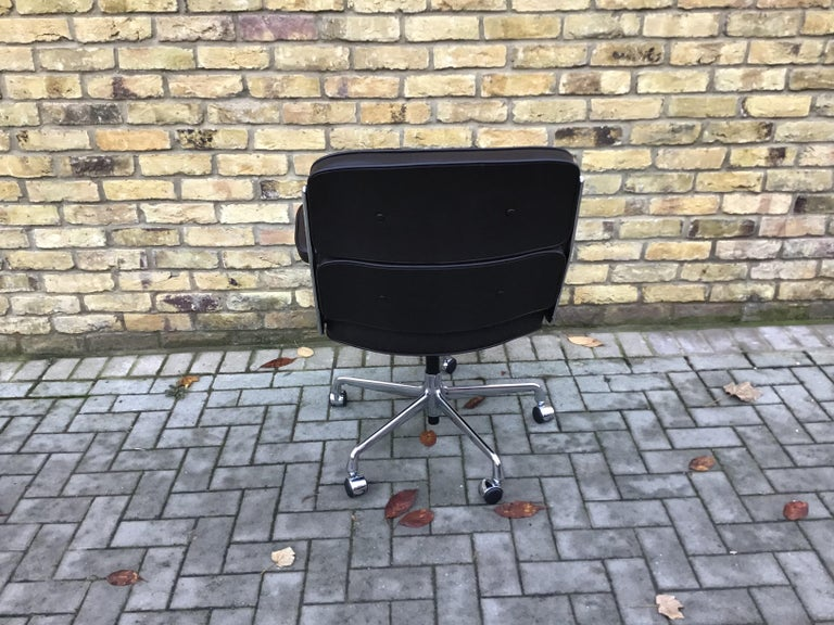 Polished   Time-Life Executive Chair by Charles & Ray Eames   For Sale