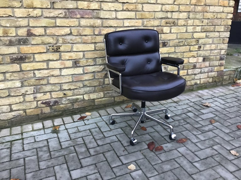 Time-Life Executive Chair by Charles & Ray Eames   In Excellent Condition For Sale In London, Lambeth