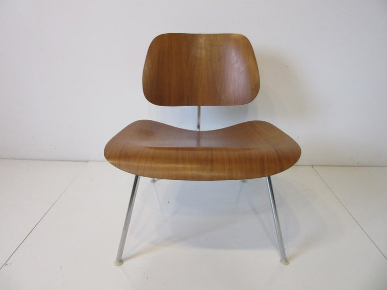 Mid-Century Modern Eames Walnut / Chrome LCM 'Lounge Chair Metal' for Herman Miller 'B' For Sale