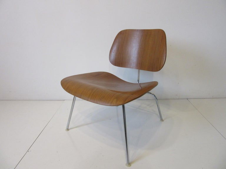 Mid-Century Modern Eames Walnut LCM Lounge Chair with Chrome Frame for Herman Miller 'A' For Sale