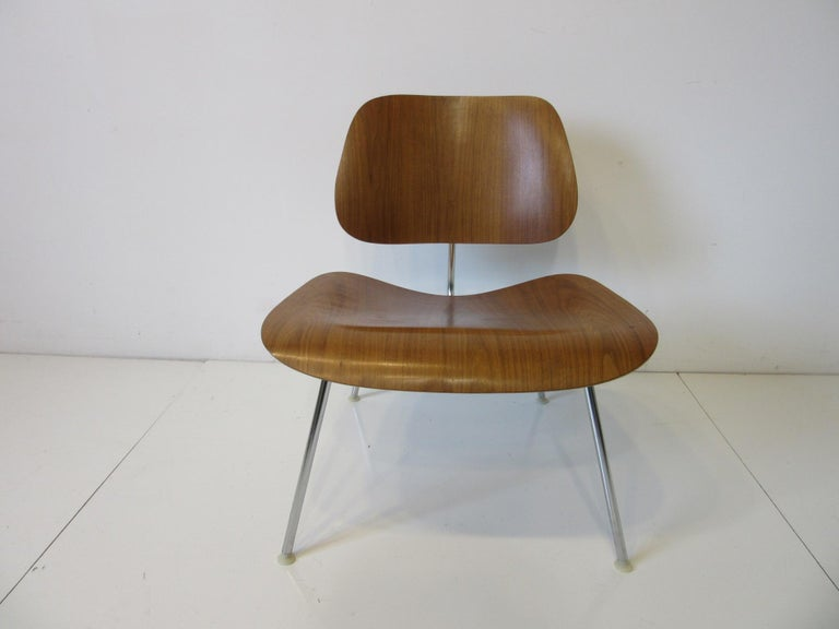 American Eames Walnut LCM Lounge Chair with Chrome Frame for Herman Miller 'A' For Sale